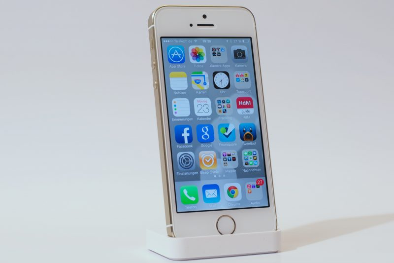 iPhone 5s im Dock